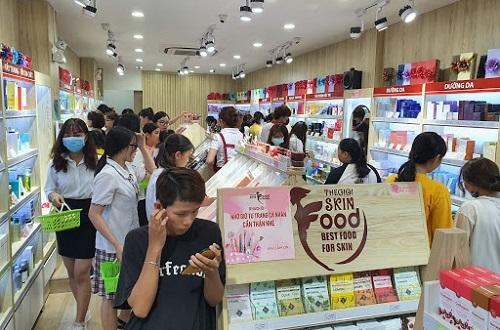 top-10-shop-ban-son-moi-chinh-hang-dep-nhat-tai-tphcm-1