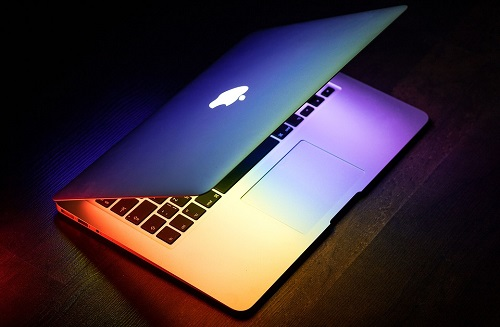 nen-mua-laptop-hang-nao-1