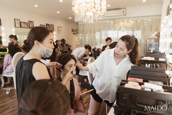 Top 10 địa chỉ học trang điểm tốt và uy tín nhất tại Hà Nội