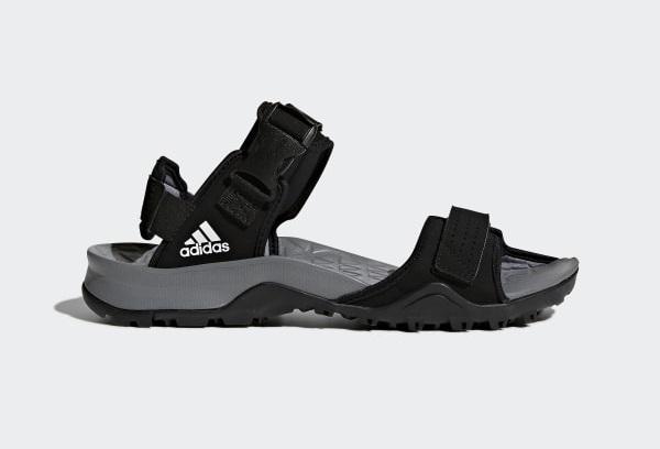 top-5-shop-ban-giay-sandal-nam-dep-cao-cap-tai-tp-hcm-3